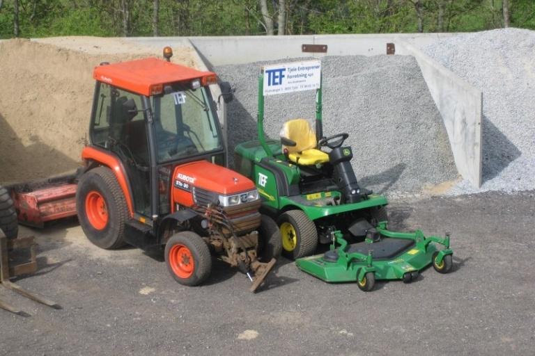 Kubota minitraktor og græsslåmaskine